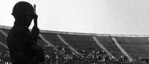 Oppositori politici rinchiusi nello stadio di Santiago