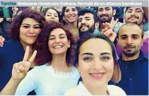 L'ultimo selfie dei giovani socialisti unccisi a Suruc