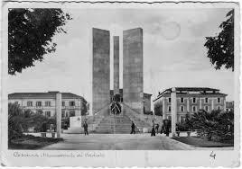 Immagine d'epoca del Monumento ai caduti di Cosenza