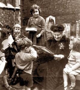 Maria Montessori con i bambini